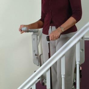 leader-elevation-monte-escalier-droit-debout2