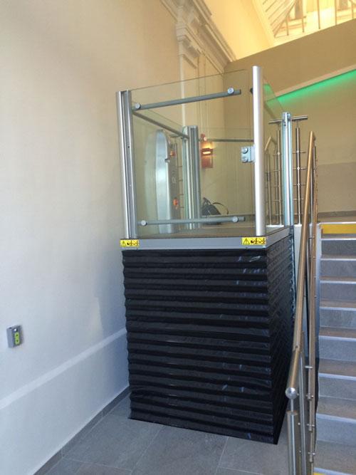 Nos plateformes élévatrices pour handicapés sont conçues pour s ...